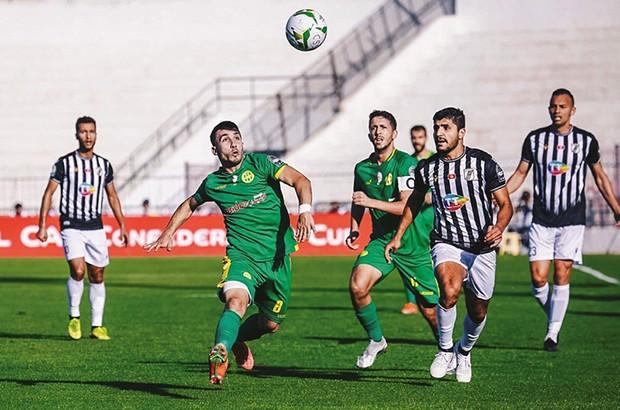 Coupe de la Confédération : Un trio arbitral tunisien pour AS FAR - JS Kabylie