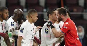 FC Metz - PSG : Altercation entre Oukidja et Mbappé